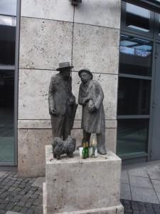 Stuttgart 2: Drunk statues