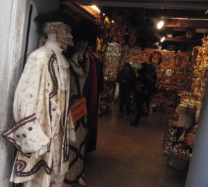 (Basic) Venezia 3: Masquarade store.